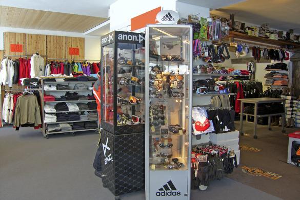 Hochwertige Sportbekleidung im Skiworld-Shop, Obertauern & Turracher Höhe
